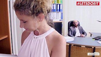 Блоггер заснял от первого мордашки своей секс с юный девчонкой и спустил на нее