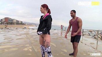 Дама в нижнем нижнее белье оголила попка и устроила для себя мастурбацию