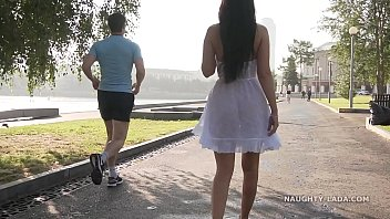 Толстожопая девчонка прыгает на маленьком хую давнешнего толстяка