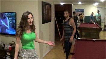 Темноволосая россиянка на каталке занялась сексом с молодым другом
