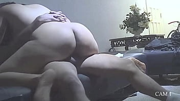 Русскую телку имеют парни во все мохнатки и забрызгивают семенной жидкостью