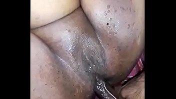 Дама получила превосходный сквирт оргазм во времячко трахали в очко