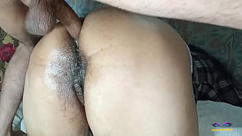 Секс с загорелой брюнеткой