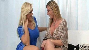 Silvia jons дала трахнуть себя помеж грудей, а за тем подставила пизду