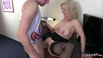 Обкончал блондинистую пышку с шикарными грудями вскоре после ванны