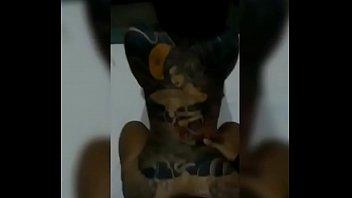 Чикса показала булочки перед качком и пристроила мохнаткой на его стояк